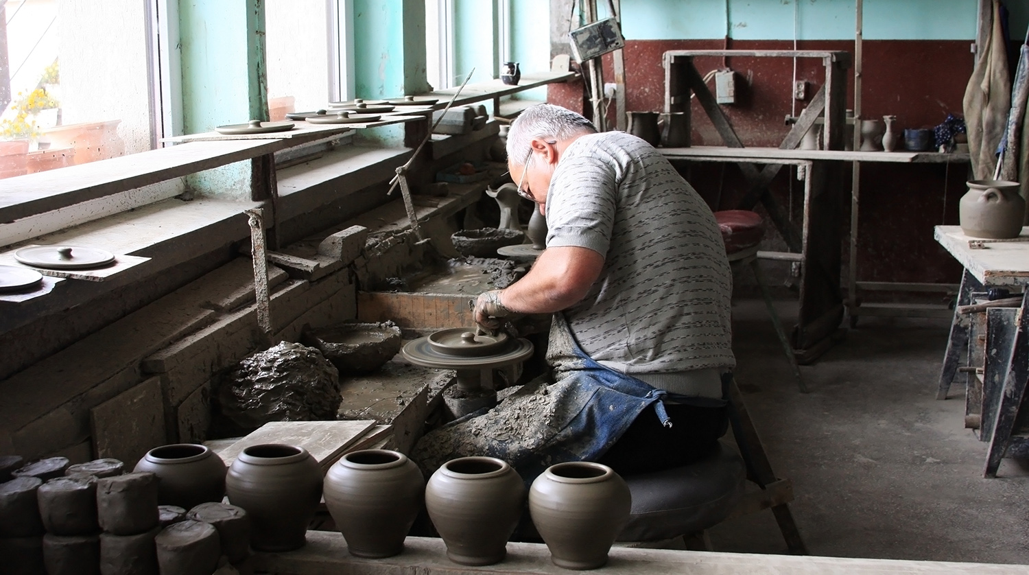 Marginea Black Pottery Workshop