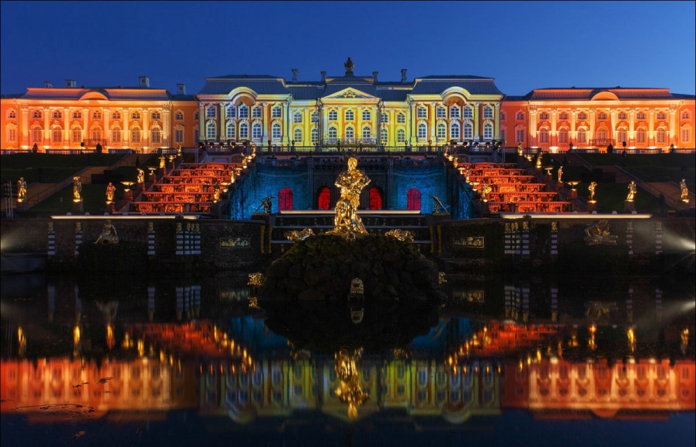 Peterhof Palace at night