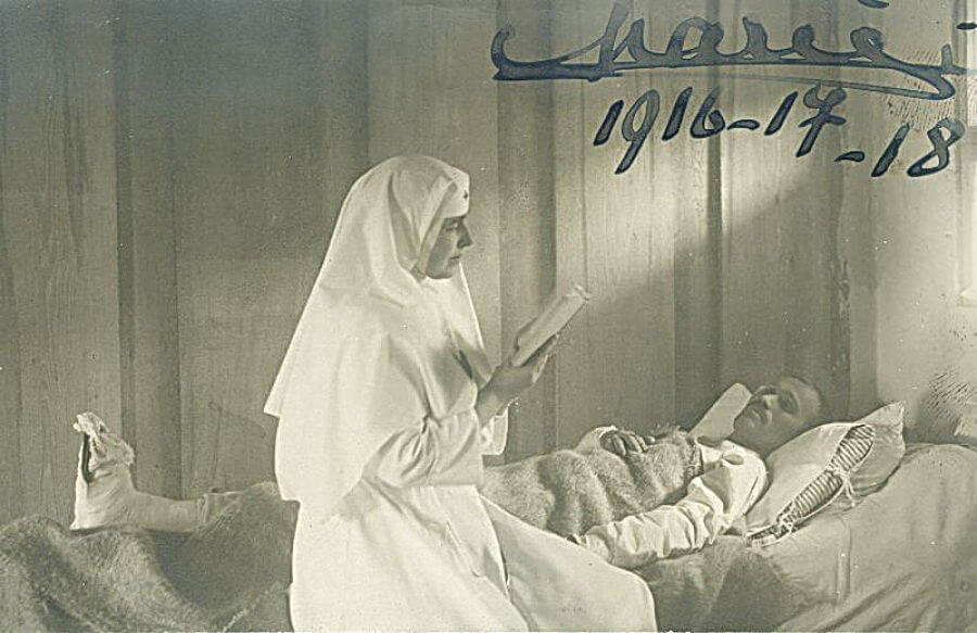 Queen Marie of Romania in campaign hospital