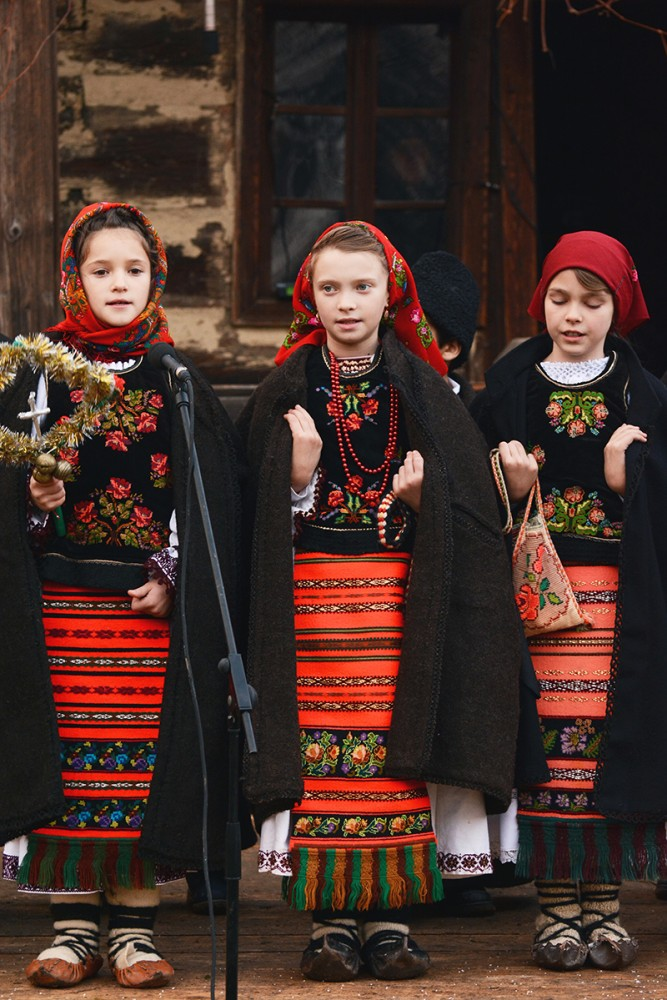 Romanian traditional clothes