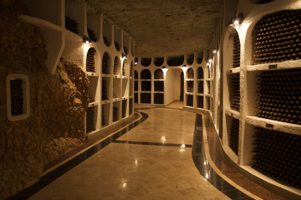 Discover the best wine cellars and wine varieties of Moldova